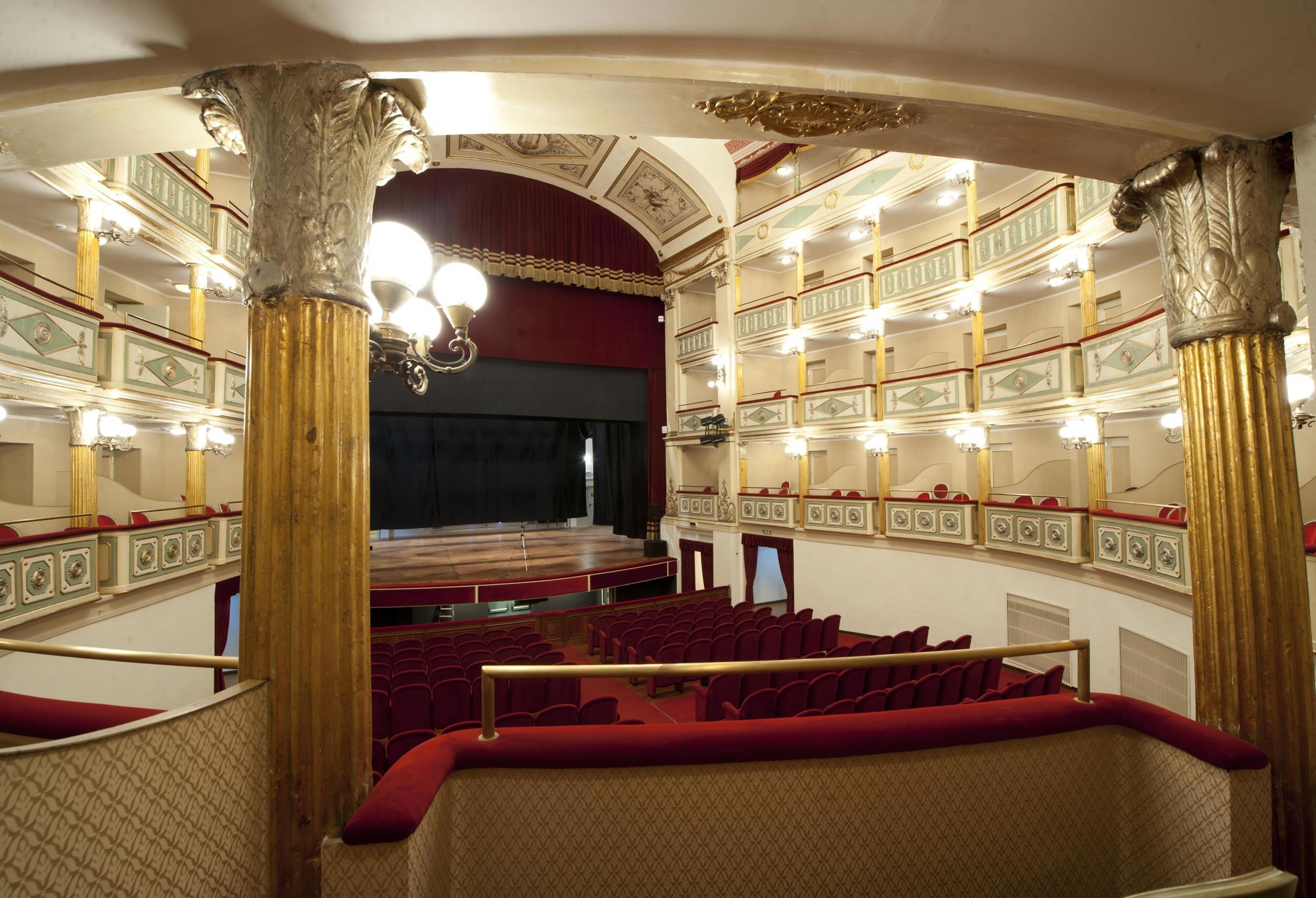 Risultati immagini per Teatro Giordano foggia