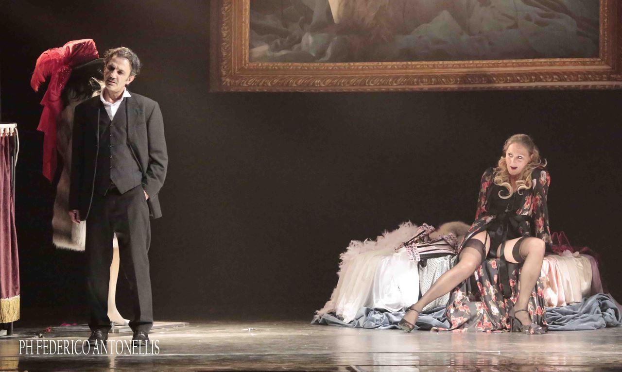 Giordano Teatro L'abito Umberto Nuovo L'abito Nuovo VMSUzp